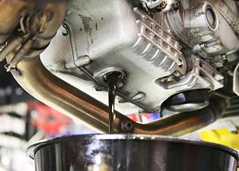 Когда и как часто нужно менять свечи зажигания и масла для Mitsubishi Outlander